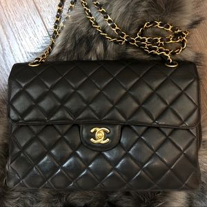 CHANEL Jumbo Double Faced Classic Flap Bag